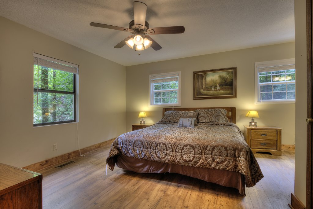Photo of a Gatlinburg Cabin named Bear's Delight - 320 - This is the twenty-sixth photo in the set.