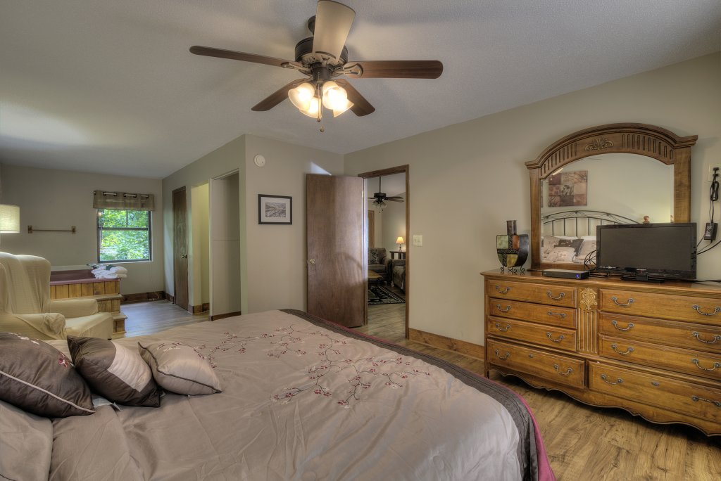 Photo of a Gatlinburg Cabin named Bear's Delight - 320 - This is the twenty-first photo in the set.