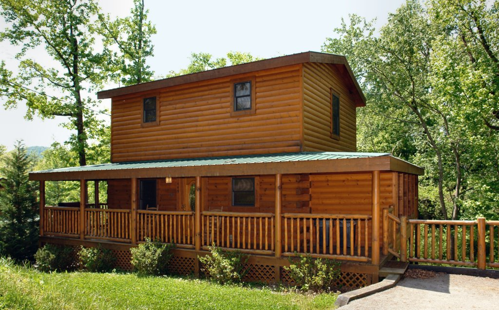 Photo of a Pigeon Forge Cabin named Skinny Dippin' #261 - This is the seventeenth photo in the set.