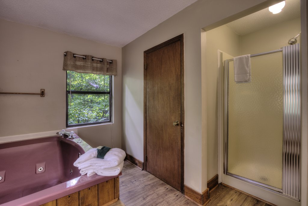 Photo of a Gatlinburg Cabin named Bear's Delight - 320 - This is the twenty-second photo in the set.