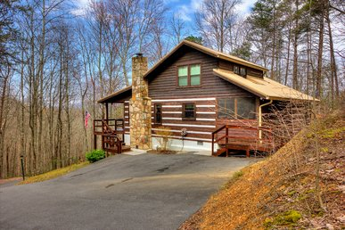 Secluded 3 Bedroom Log Home Cabin With A Game Room In Gated Mountain Resort!