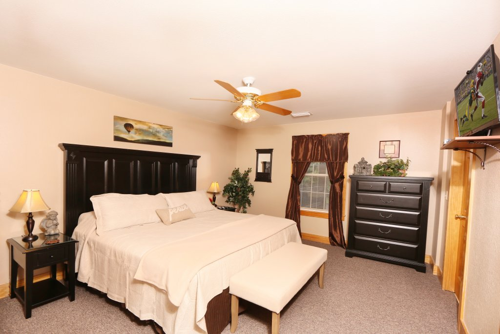 Photo of a Pigeon Forge Cabin named Pinnacle View 7b - This is the twelfth photo in the set.