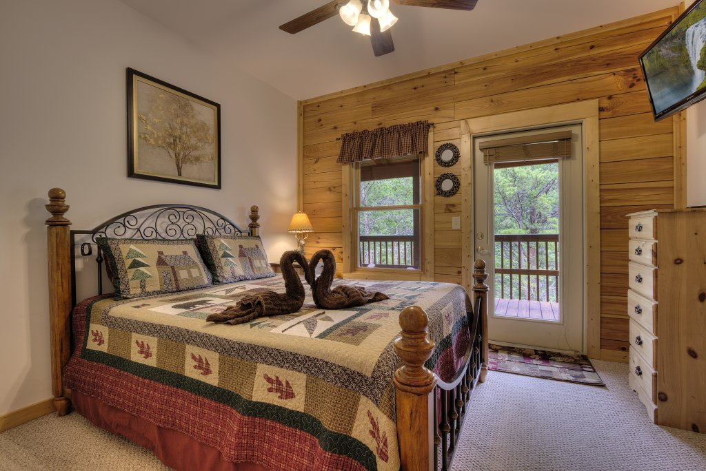 Photo of a Pigeon Forge Cabin named Serenity Now #370 - This is the thirteenth photo in the set.