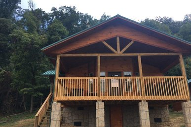1 Bedroom Cabin With Views Of The River