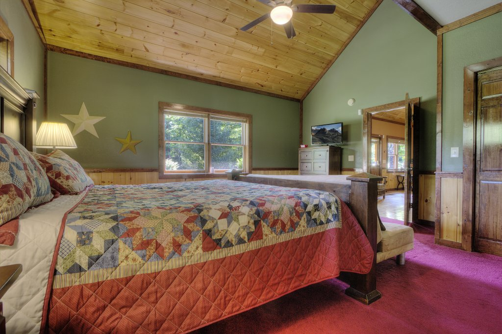 Photo of a Gatlinburg Cabin named Majestic Waters #575 - This is the twentieth photo in the set.