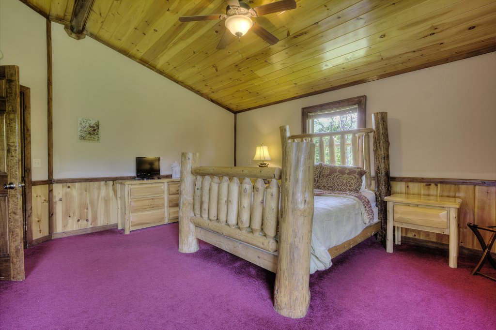 Photo of a Gatlinburg Cabin named Majestic Waters #575 - This is the thirty-seventh photo in the set.