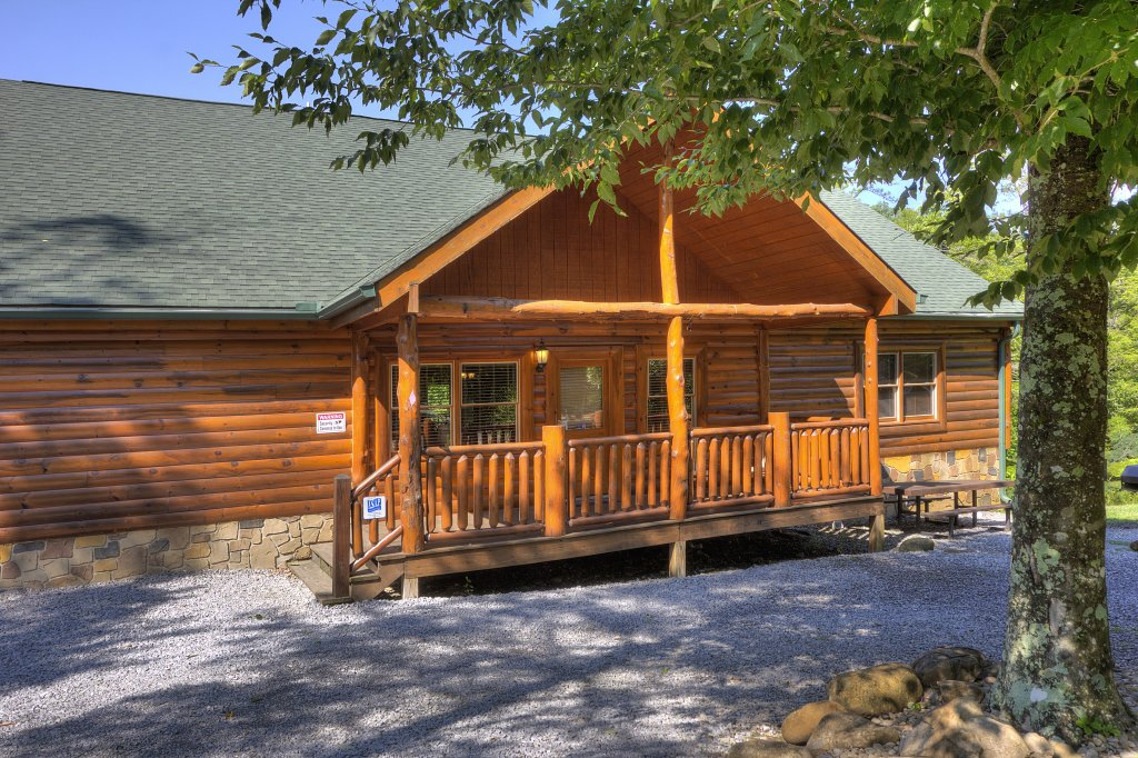 Photo of a Gatlinburg Cabin named Majestic Waters #575 - This is the sixty-eighth photo in the set.