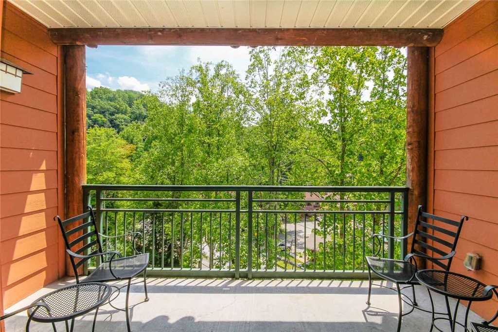 Photo of a Gatlinburg Condo named Baskins Creek 402 - This is the thirteenth photo in the set.