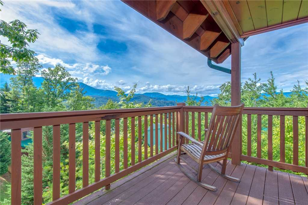 Photo of a Gatlinburg Cabin named Chimney Top Overlook - This is the first photo in the set.