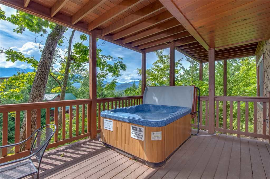 Photo of a Gatlinburg Cabin named Chimney Top Overlook - This is the fourth photo in the set.