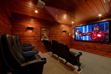 5 Star 4 Bedroom Cabin With Private Theater Room And Sauna
