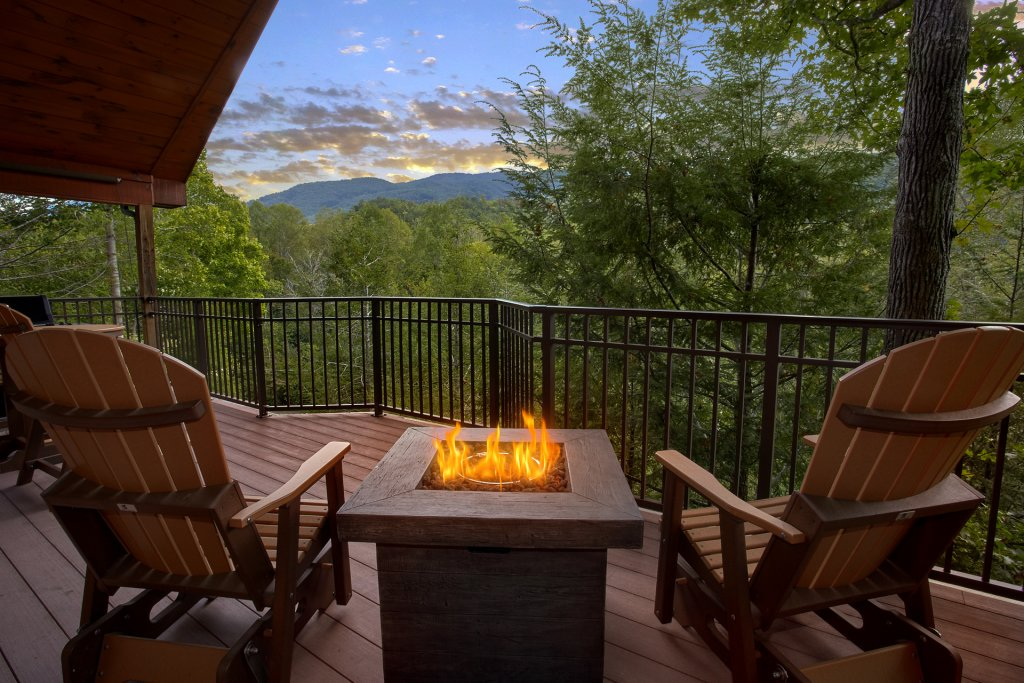 Photo of a Gatlinburg Cabin named Mountain Hideaway - This is the first photo in the set.