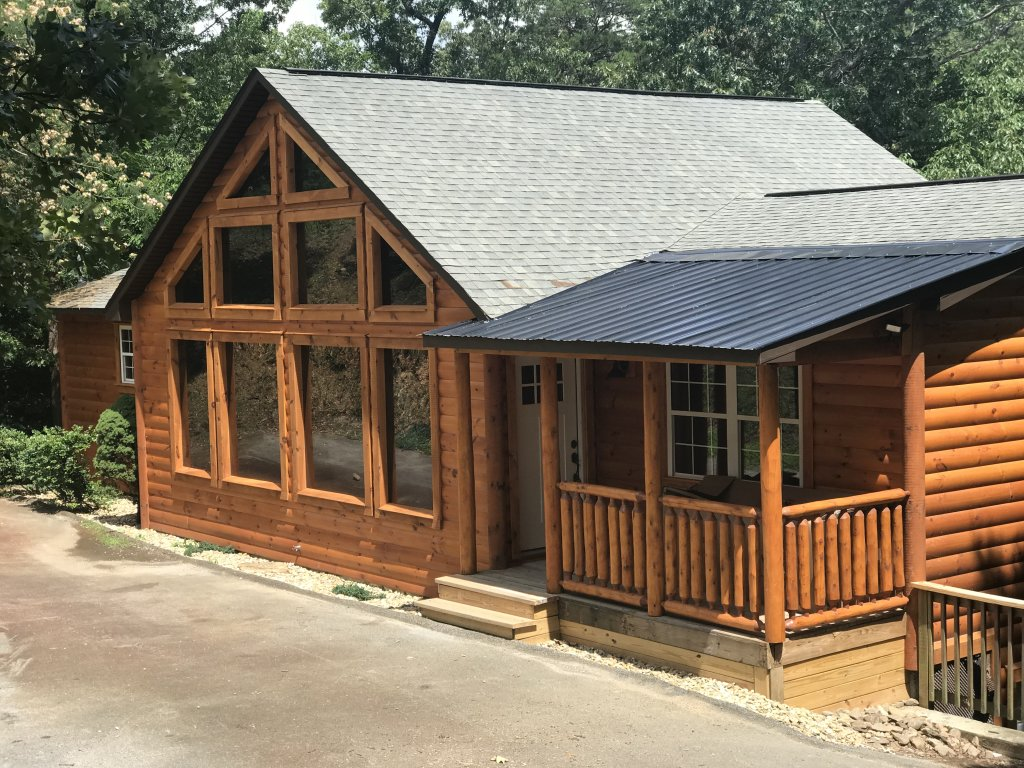 Photo of a Pigeon Forge Cabin named Black Bear Cinema 4819 - This is the first photo in the set.