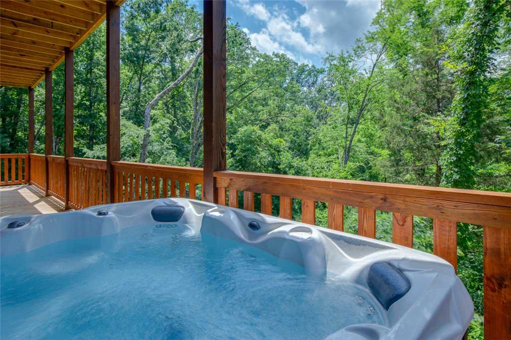 Photo of a Pigeon Forge Cabin named Majestic Waters - This is the third photo in the set.