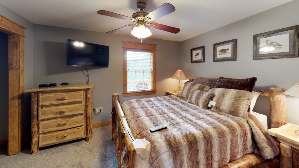 Photo of a Pigeon Forge Cabin named Black Bear Cinema 4819 - This is the sixty-second photo in the set.