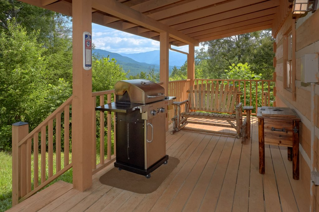 Photo of a Gatlinburg Cabin named Livin 'on Love - This is the fourth photo in the set.