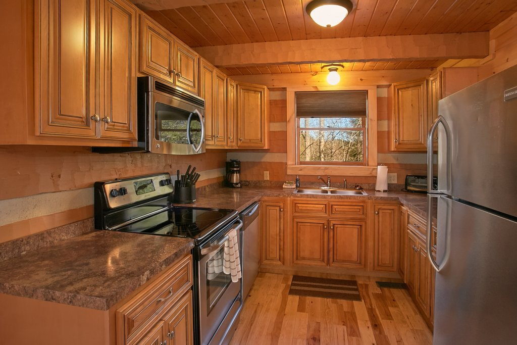 Photo of a Gatlinburg Cabin named Livin 'on Love - This is the eighth photo in the set.