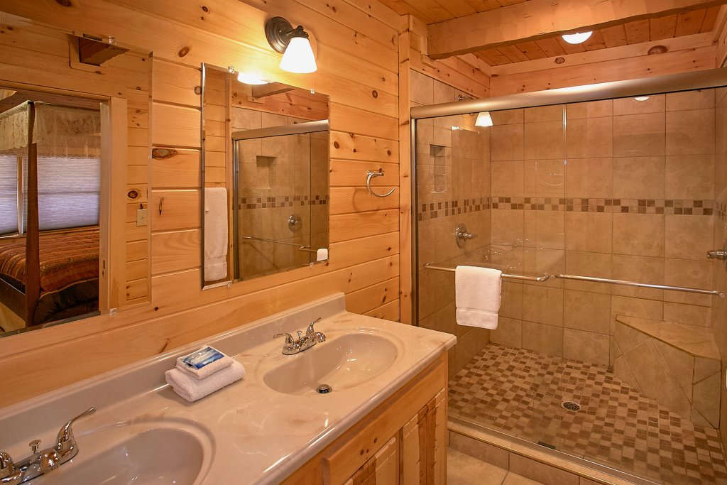 Photo of a Gatlinburg Cabin named Livin 'on Love - This is the eleventh photo in the set.