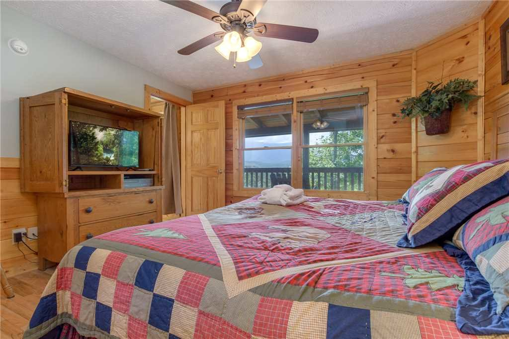 Photo of a Gatlinburg Cabin named Enchanted View Lodge - This is the fifteenth photo in the set.