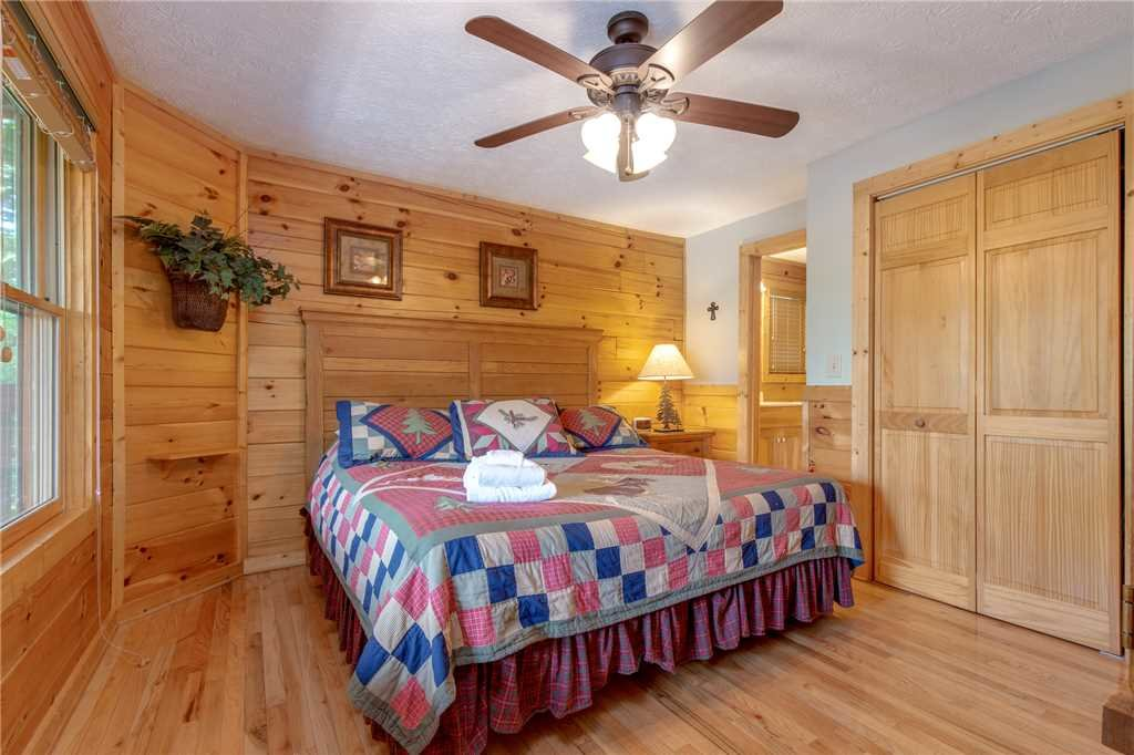 Photo of a Gatlinburg Cabin named Enchanted View Lodge - This is the fourteenth photo in the set.