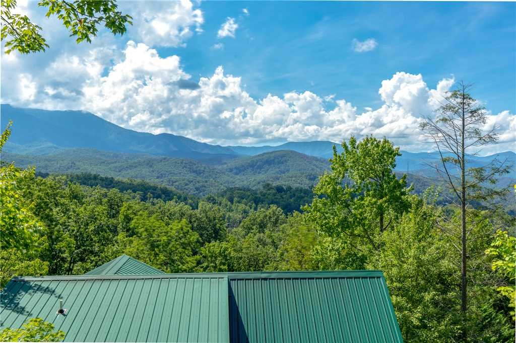 Photo of a Gatlinburg Cabin named Enchanted View Lodge - This is the sixteenth photo in the set.