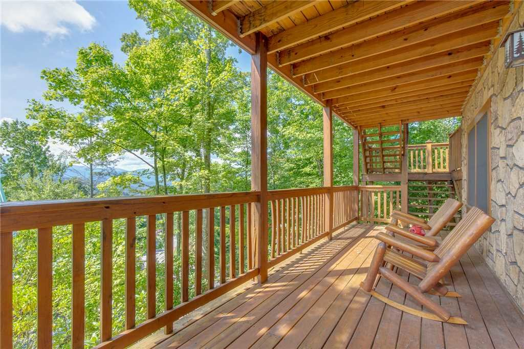 Photo of a Gatlinburg Cabin named Enchanted View Lodge - This is the eighteenth photo in the set.