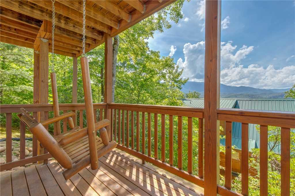 Photo of a Gatlinburg Cabin named Enchanted View Lodge - This is the twentieth photo in the set.