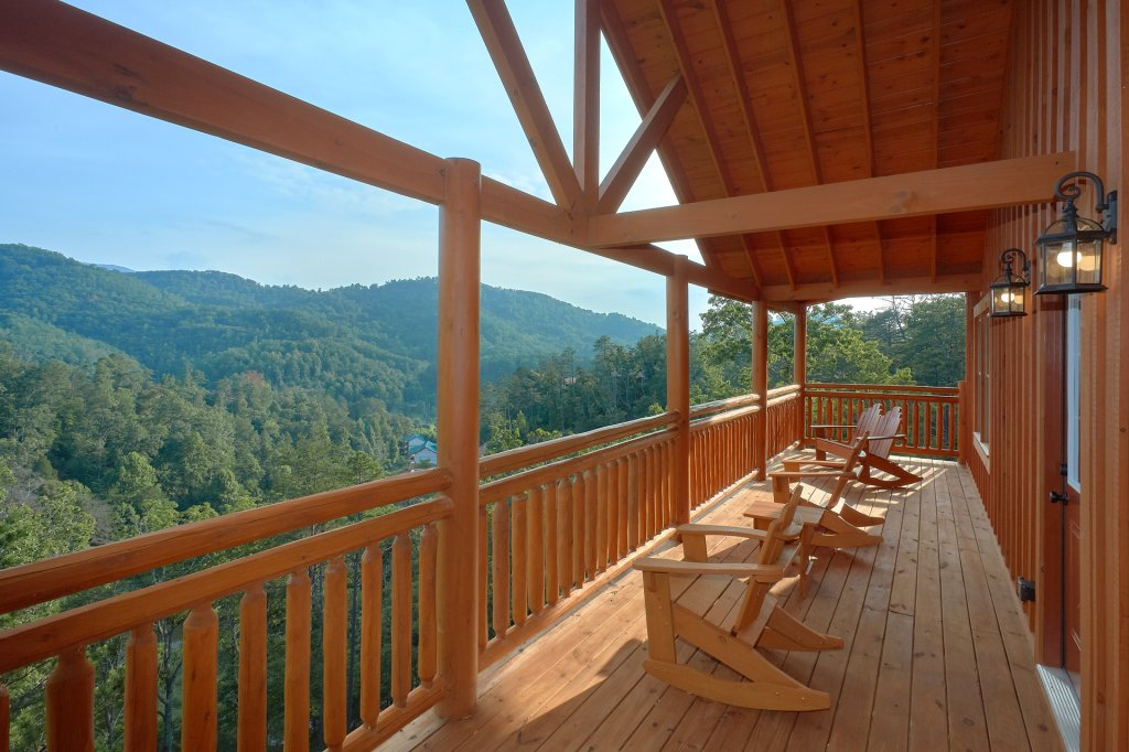 Photo of a Sevierville Cabin named Paradise Point Pool Lodge - This is the fifth photo in the set.