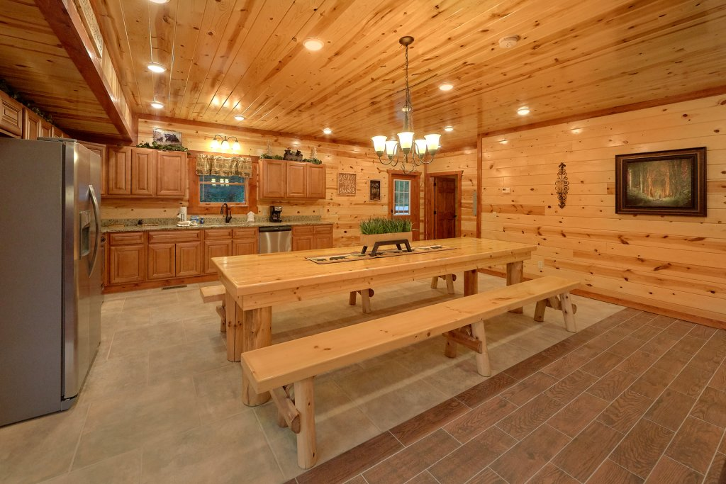 Photo of a Sevierville Cabin named Paradise Point Pool Lodge - This is the fifteenth photo in the set.
