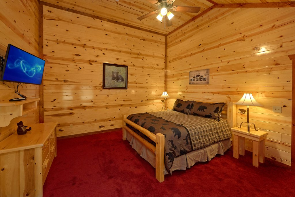 Photo of a Sevierville Cabin named Paradise Point Pool Lodge - This is the eighteenth photo in the set.