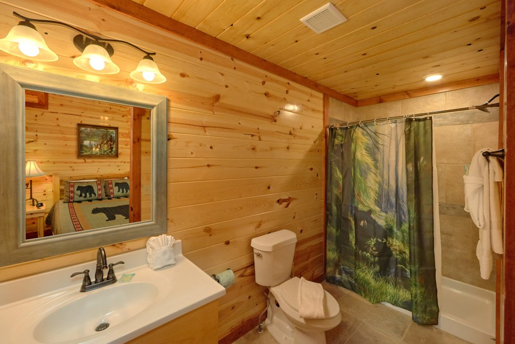 Photo of a Sevierville Cabin named Paradise Point Pool Lodge - This is the seventeenth photo in the set.