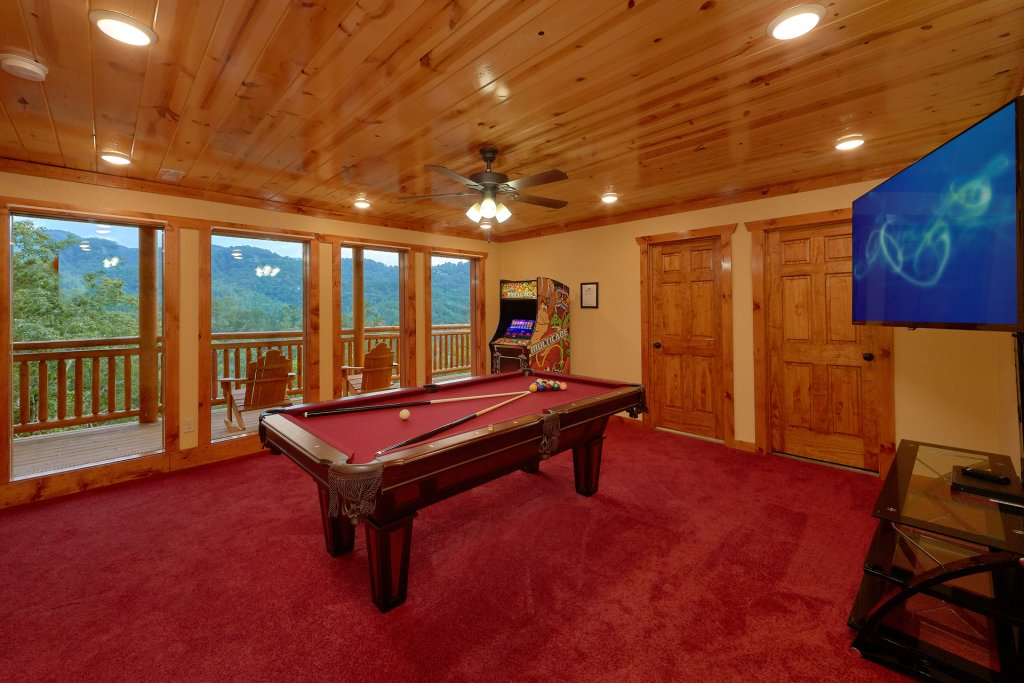 Photo of a Sevierville Cabin named Paradise Point Pool Lodge - This is the thirteenth photo in the set.