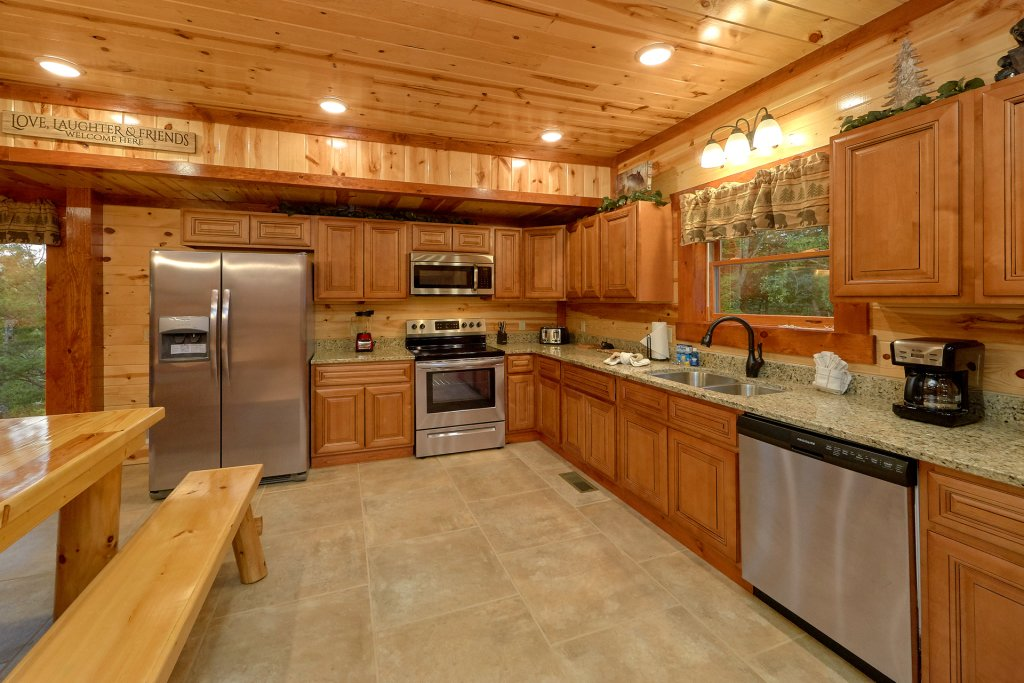 Photo of a Sevierville Cabin named Paradise Point Pool Lodge - This is the sixteenth photo in the set.