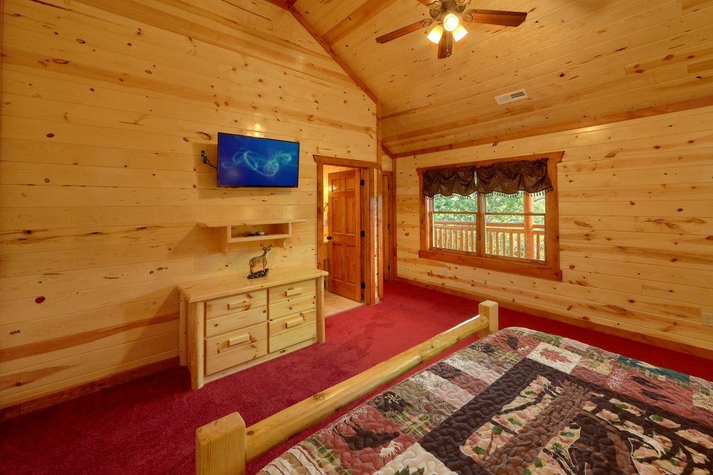 Photo of a Sevierville Cabin named Paradise Point Pool Lodge - This is the twenty-first photo in the set.