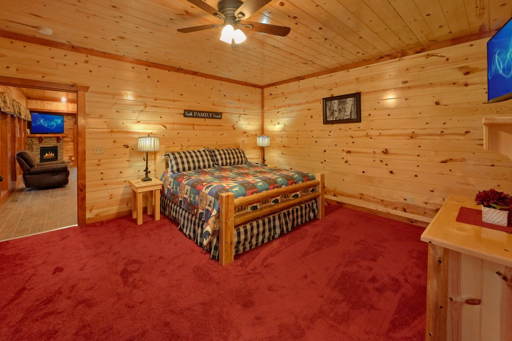 Photo of a Sevierville Cabin named Paradise Point Pool Lodge - This is the twenty-third photo in the set.