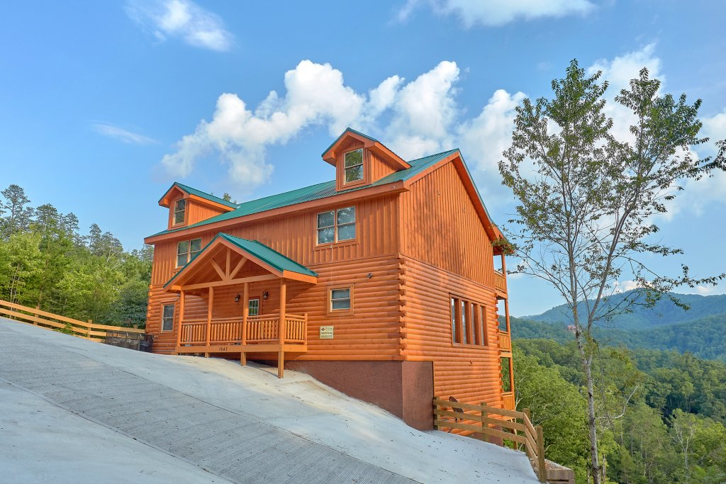 Photo of a Sevierville Cabin named Paradise Point Pool Lodge - This is the twenty-eighth photo in the set.