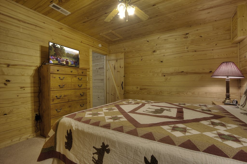 Photo of a Sevierville Cabin named Always Delightful #411 - This is the twenty-fifth photo in the set.