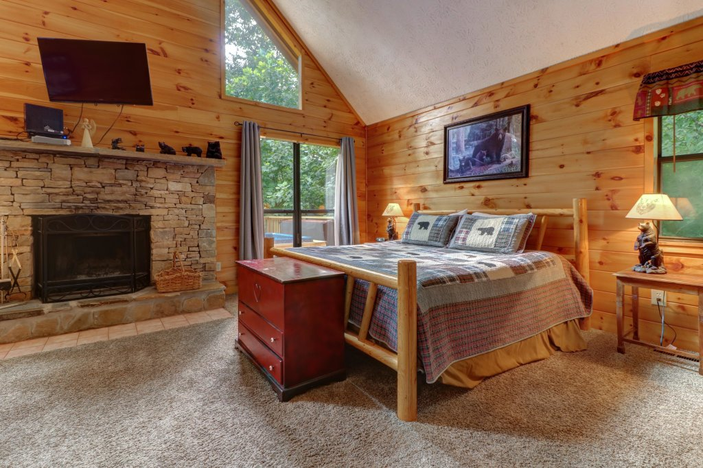 Photo of a Pigeon Forge Cabin named Cozy Bear Cabin - This is the seventh photo in the set.