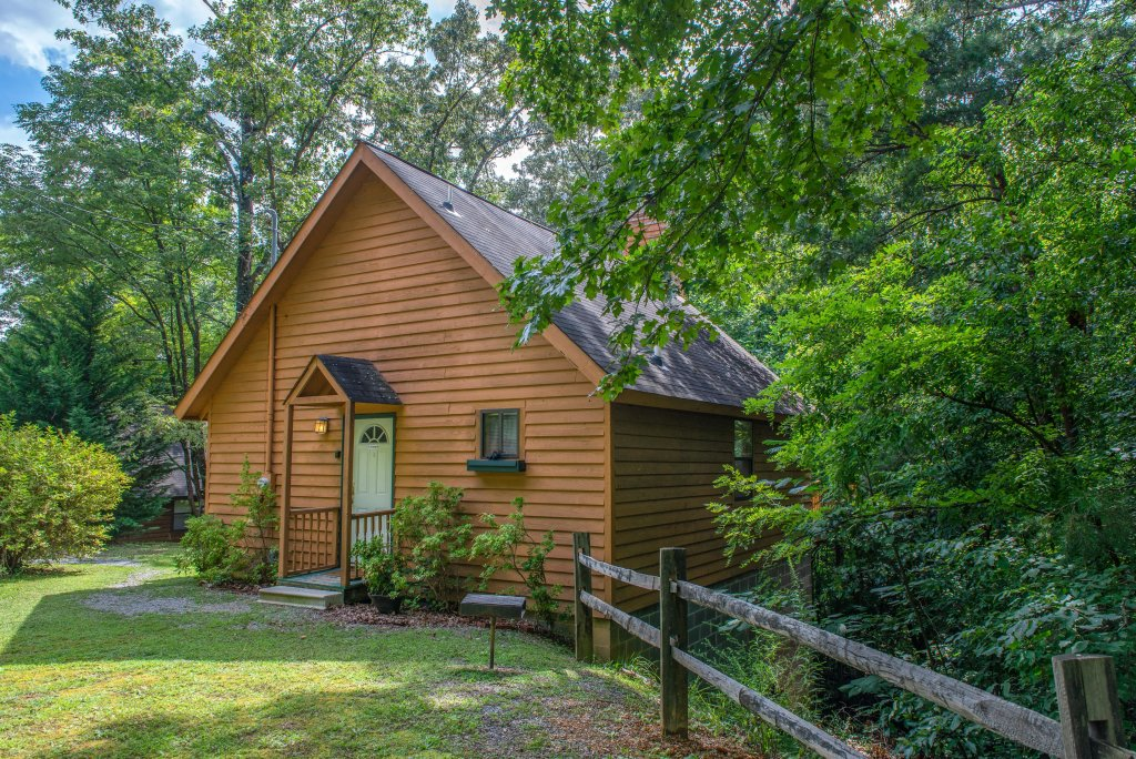 Photo of a Pigeon Forge Cabin named Cozy Bear Cabin - This is the third photo in the set.
