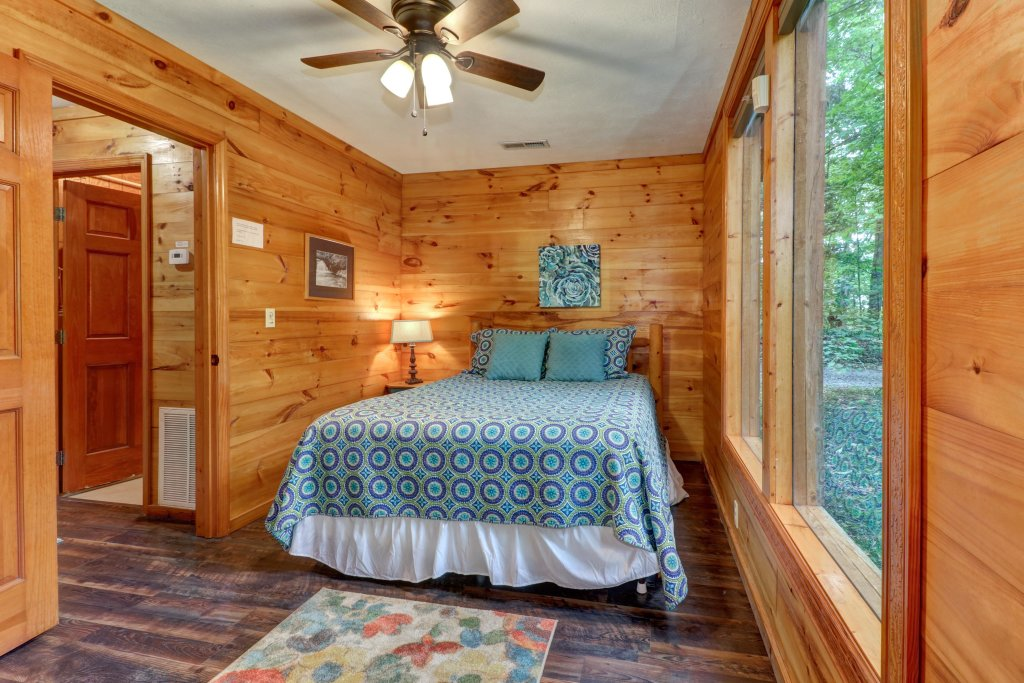 Photo of a Gatlinburg Cabin named Crescent Moon - This is the fourteenth photo in the set.
