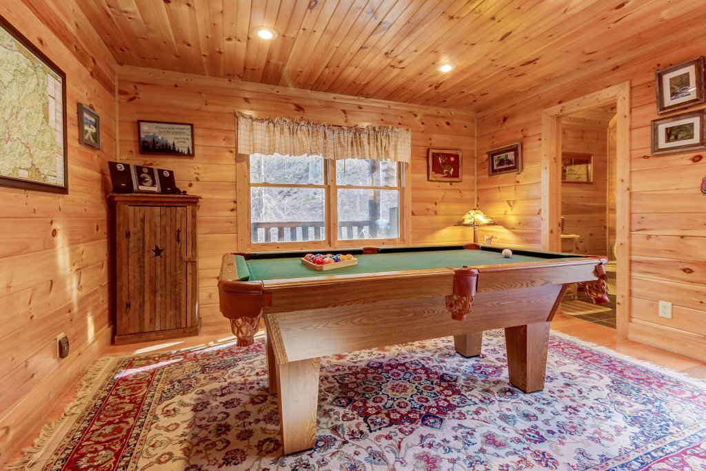 Photo of a Sevierville Cabin named Foxfire Cove Cabin - This is the ninth photo in the set.
