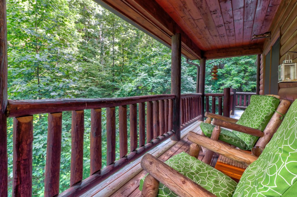 Photo of a Sevierville Cabin named Foxfire Cove Cabin - This is the thirty-ninth photo in the set.