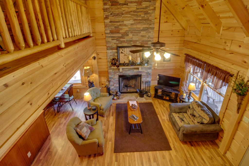 Photo of a Pigeon Forge Cabin named Big Daddy's Hideaway Cabin - This is the first photo in the set.