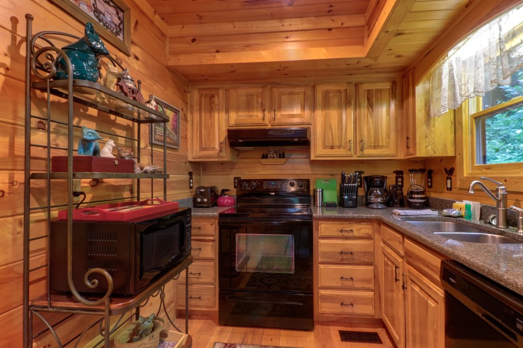 Photo of a Sevierville Cabin named Foxfire Cove Cabin - This is the twenty-eighth photo in the set.