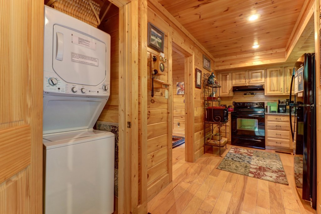 Photo of a Sevierville Cabin named Foxfire Cove Cabin - This is the twenty-sixth photo in the set.