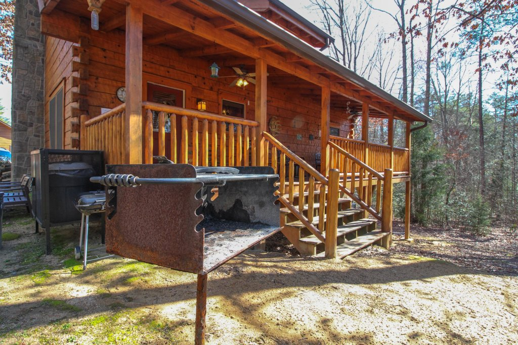 Photo of a Pigeon Forge Cabin named Big Daddy's Hideaway Cabin - This is the thirtieth photo in the set.