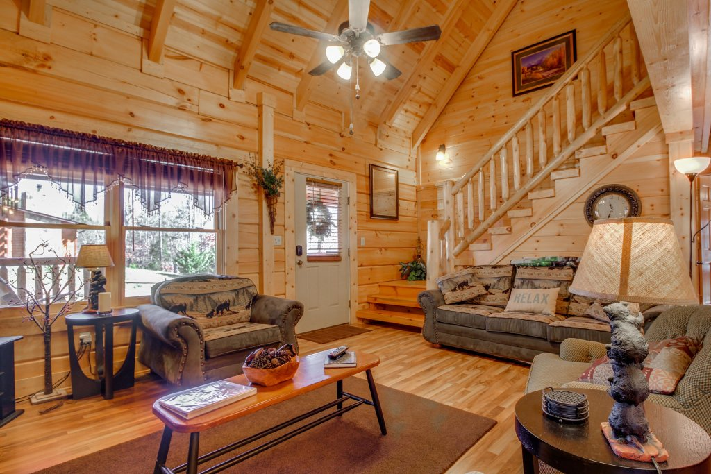 Photo of a Pigeon Forge Cabin named Big Daddy's Hideaway Cabin - This is the thirty-first photo in the set.