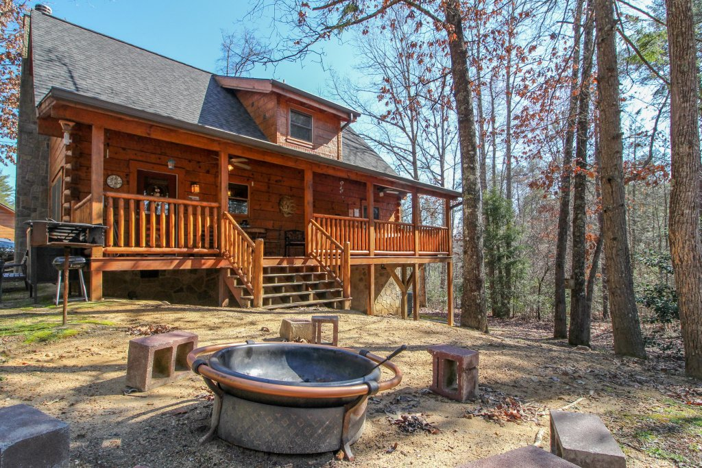 Photo of a Pigeon Forge Cabin named Big Daddy's Hideaway Cabin - This is the second photo in the set.