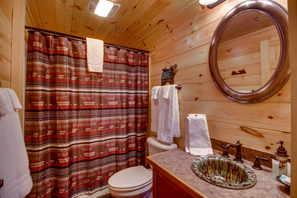 Photo of a Pigeon Forge Cabin named Big Daddy's Hideaway Cabin - This is the nineteenth photo in the set.