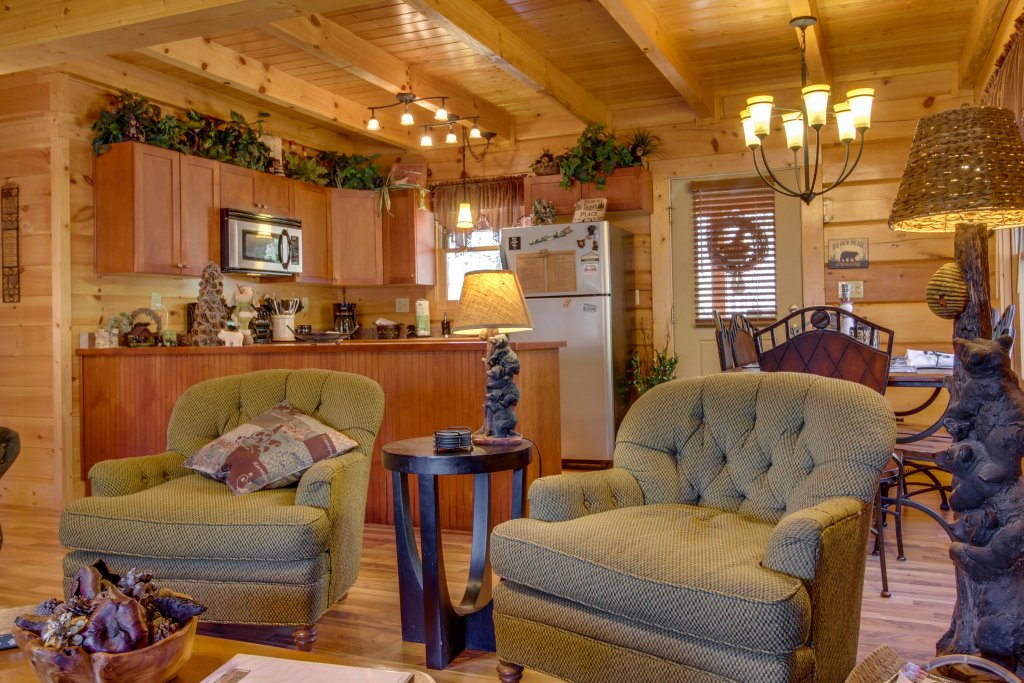 Photo of a Pigeon Forge Cabin named Big Daddy's Hideaway Cabin - This is the third photo in the set.